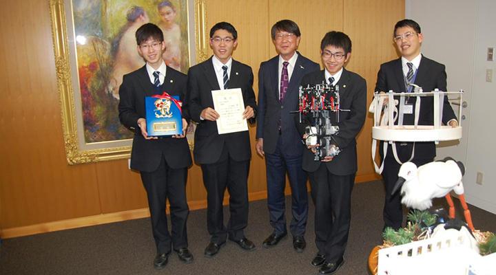 豊岡市長を表敬訪問-ロボット同好会