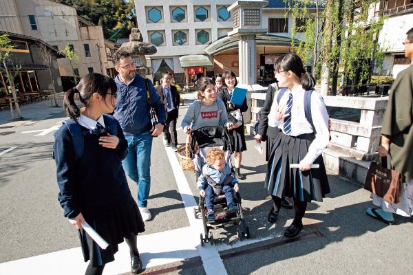 城崎温泉で外国人観光客と交流